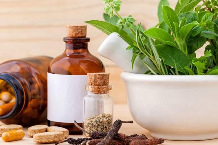 اثرات استفاده خودسرانه از گیاهان دارویی در دوران بارداری